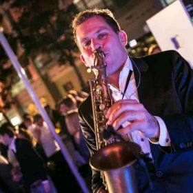 Saxofonist Saxojoe boeken bij Artist Bookings