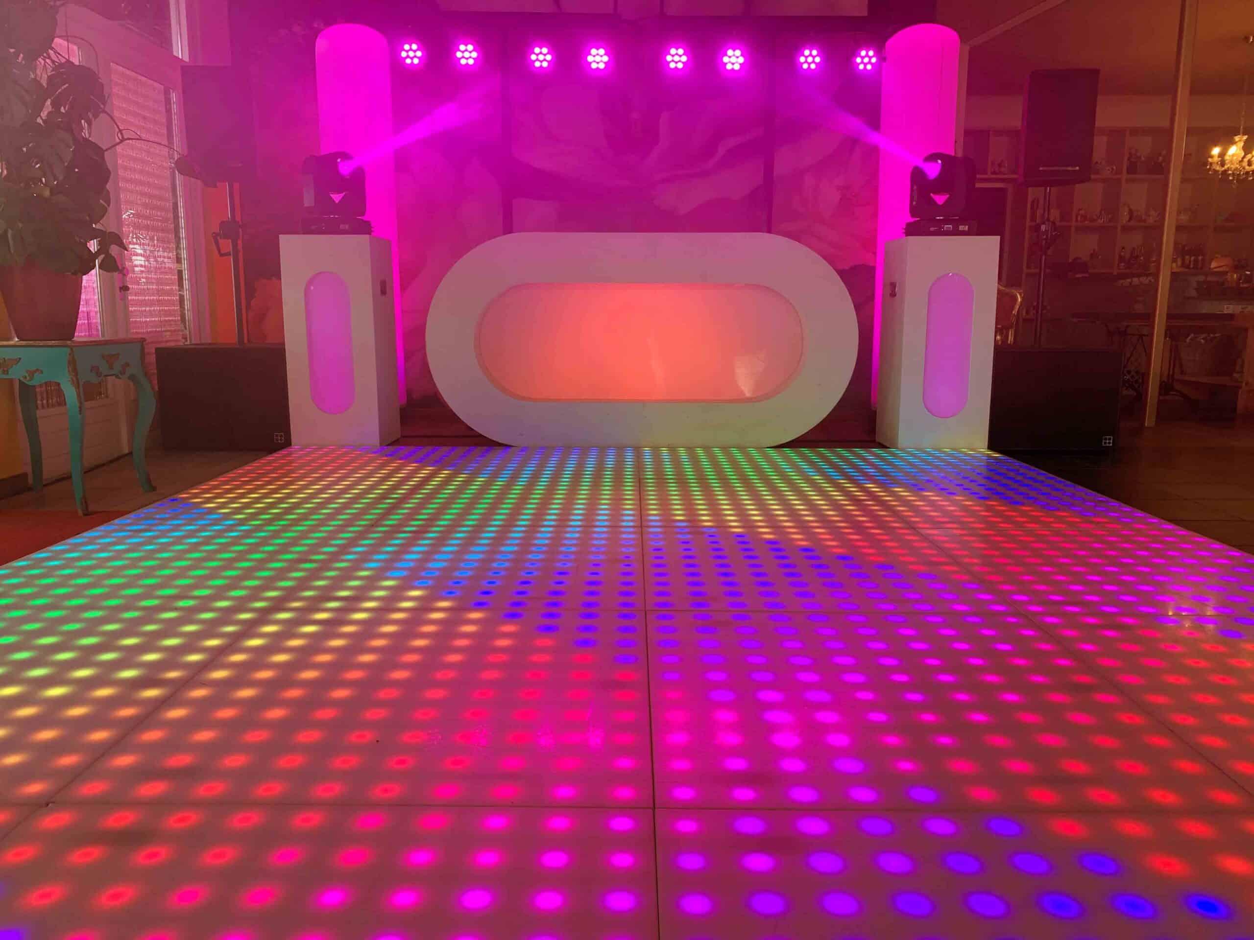 Verlichte Dansvloer, DJ set en licht en geluidstechniek